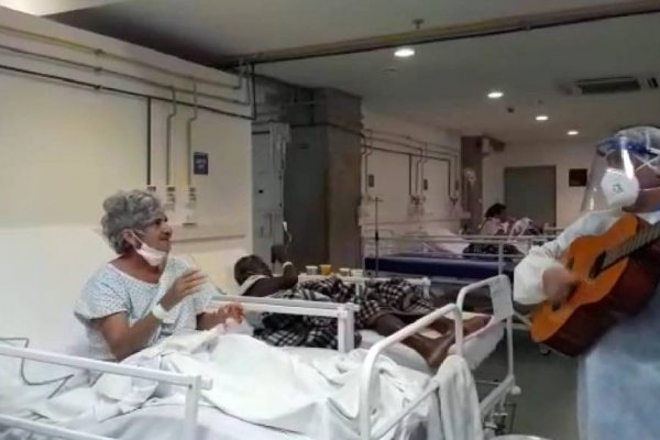 [Música leva alegria e descontração a pacientes do hospital de campanha Arena Fonte Nova]