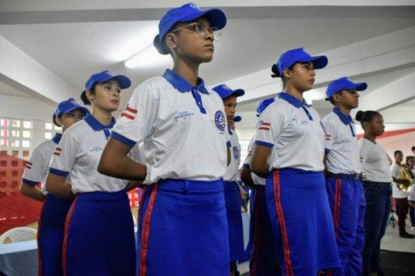 [Dias d'avila: Geraldo Requião comemora nota no Ideb de colégio municipal e prepara ações na área de educação]