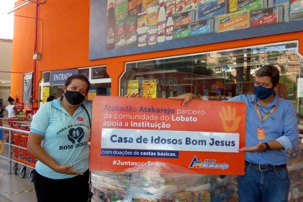 [Atakadão Atakarejo realiza doação de 10 toneladas de alimentos para instituições carentes]