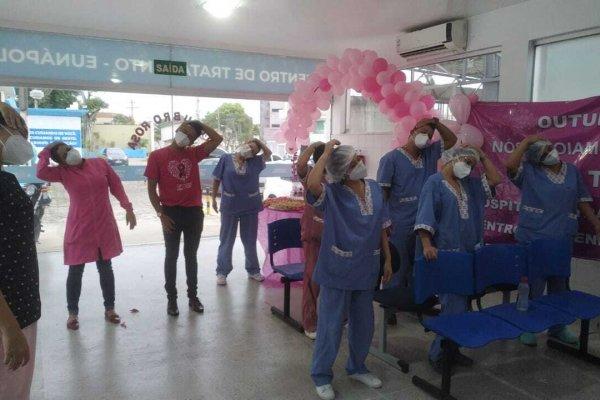 [Hospital de tratamento de Covid-19 de Eunápolis encerra programação do Outubro Rosa]