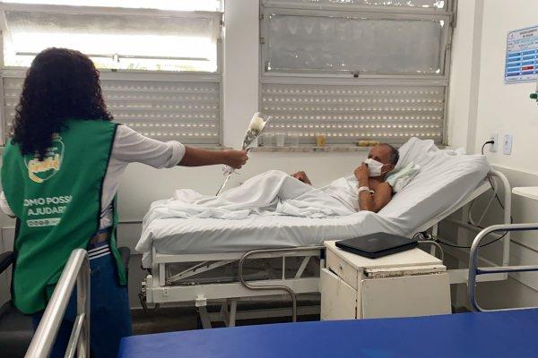 Música e rosas marcam o início da gestão do INTS no Hospital Manoel Victorino